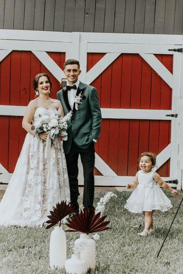 Barn- Outdoor Bride