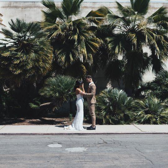 A romantic embrace - ARIVPHOTO