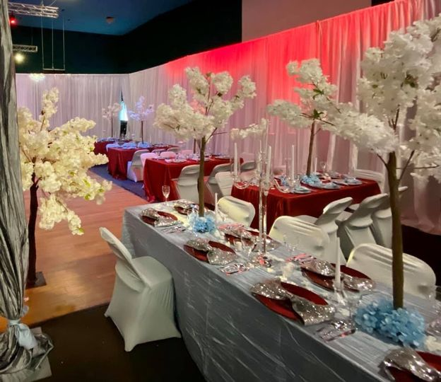 White and red decor
