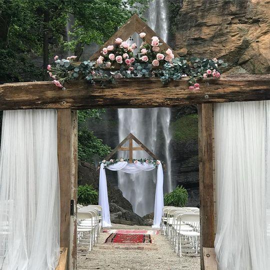 76cb1d679c35da29 1531237724 a85645c151b02427 1531237723942 2 Nic s wedding 1