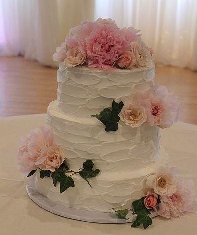 Tmx 1533155216 B1b9e2aa6ca11505 1533155214 Ff1824a99ce41ccc 1533155218011 10 036hhh Vassalboro wedding cake