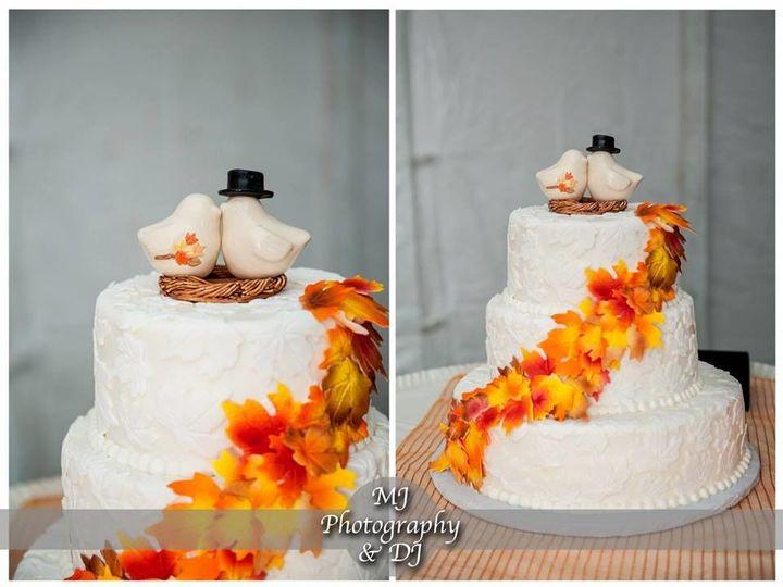 Tmx 1533155386 Ae81ed09991a02b6 1533155386 303dfa4d43c56aa3 1533155389558 19 12143081 92549181 Vassalboro wedding cake