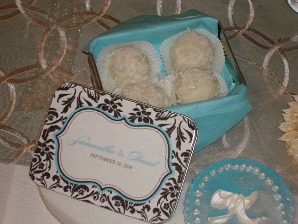 Bonbons in custom designer tins