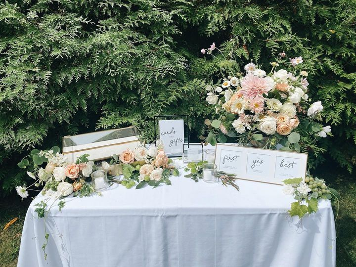 Stunning welcome table