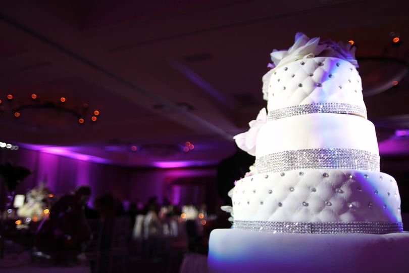 800x800 1366146774859 2012 05 19   cake pinspot lighting 02