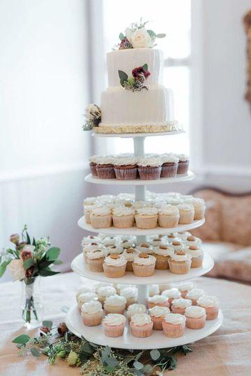 Cupcake tower and main cake