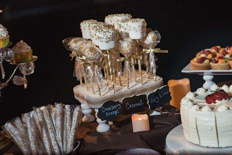 Cake pops, marshmallow pops and pretzel rods