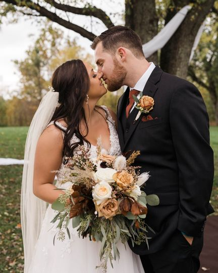 Annie Albrecht Photography - Fall wedding in Ohio