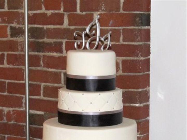 Tmx 1312635640678 BWWeddingCake1 Derry wedding cake