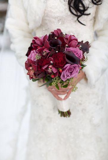 carousel flowers flowers elmhurst il weddingwire. Black Bedroom Furniture Sets. Home Design Ideas