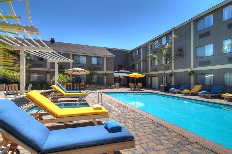 Maple Tree Inn pool