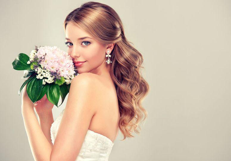 3d71fd67e44c0267 bigstock Girl bride 900x