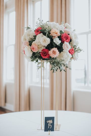Table decor with roses