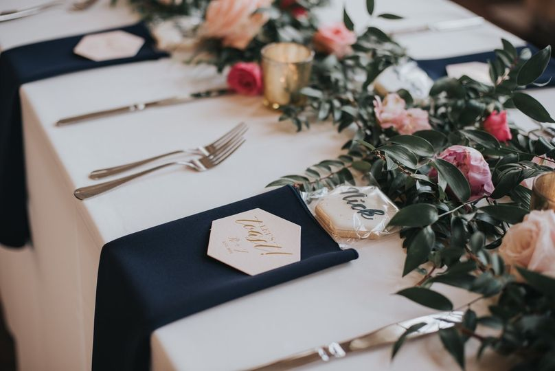 Table setting with blue napkins