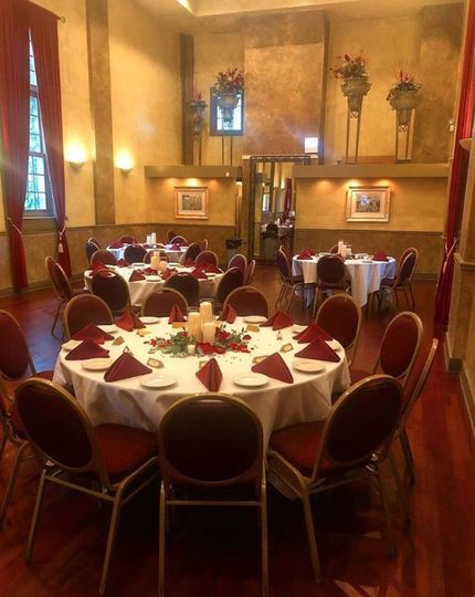 Table setting and red decor