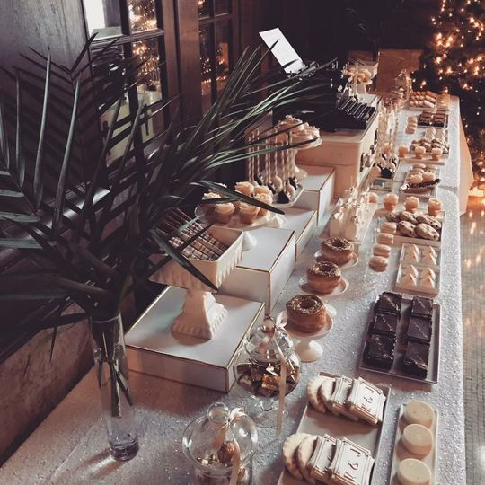 Art deco wedding dessert table