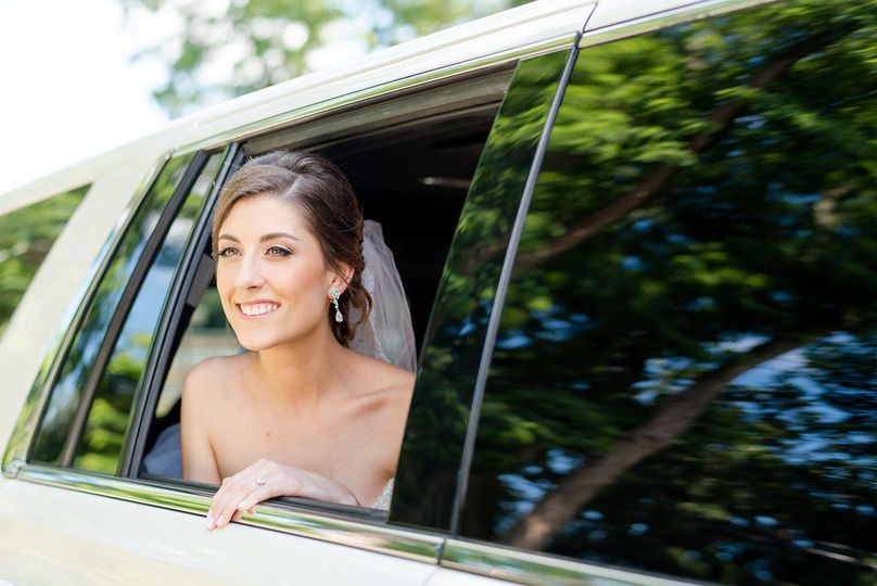 Bride inside the car | Photo: Laura Lee Photography