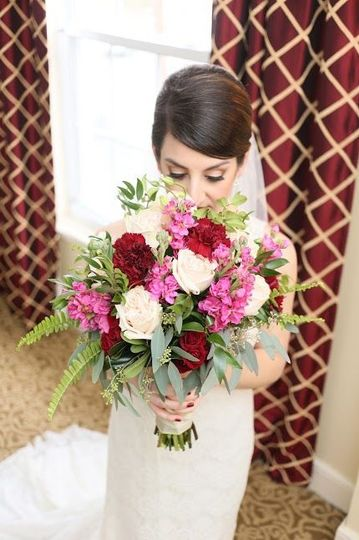 The bride with bouquet | Photo: Pure Entertainment
