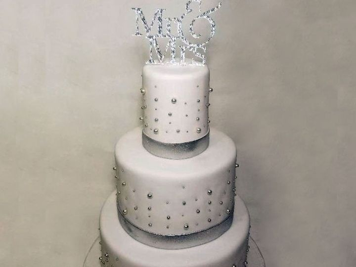 Tmx Cake We 1024x1024 51 1939097 158161341044973 Saint Johns, FL wedding cake