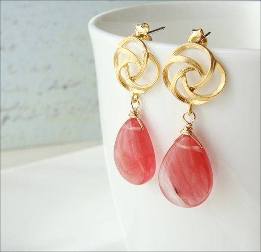 Beautiful as the painting of Mona Lisa, this one of a kind earring speak for itself.  A stunning...
