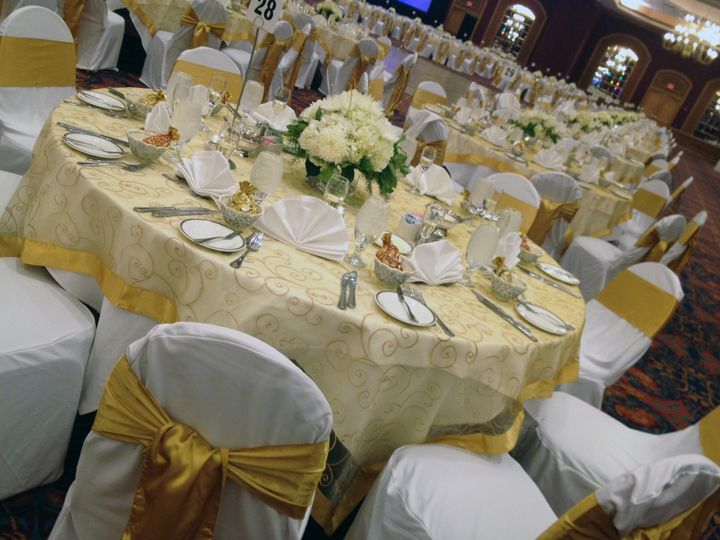 White and gold dining setup