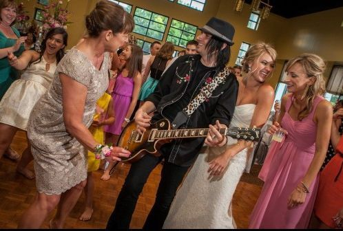 Ladies with the guitarist