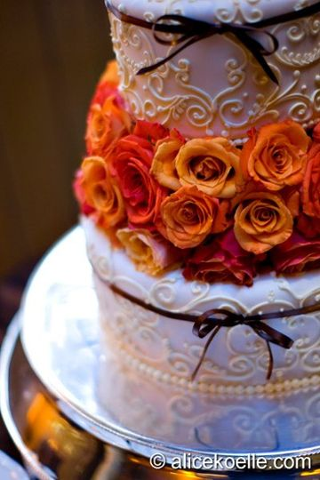 Scroll Design Cake