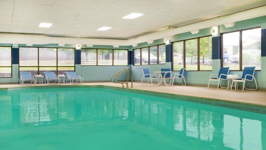 Heated indoor pool with jacuzzi