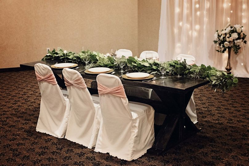 Family Style Head Table © Moments2Remember