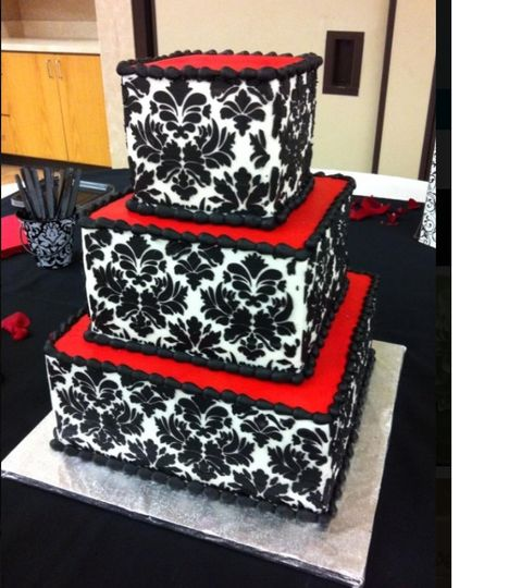 Damask style wedding cake