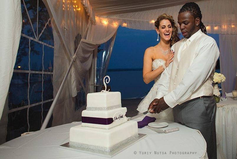 Newlywed Cake Cutting