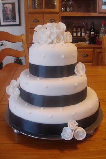 800x800 1199497797765 weddingcakes006