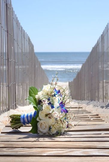 wedding flowers beach