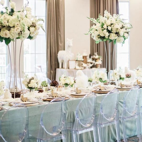 Long table using natural color