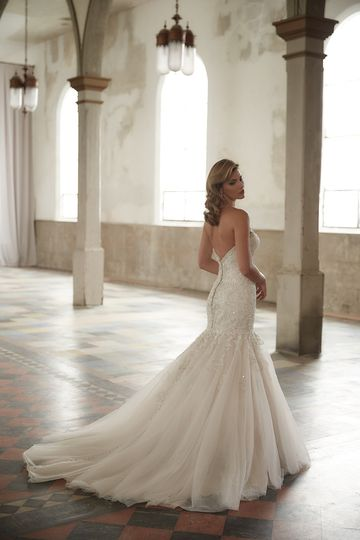 Candalina brides dress attire pittsburgh pa for Wedding dress shops in pittsburgh pa