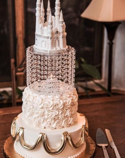 Dawn & Justin's fairytale wedding cake at the castle