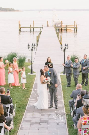 Kissing couple Stacey Lee Photography