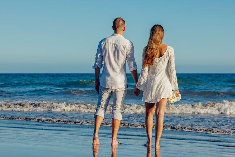 beach couple fun 323260 51 1030597
