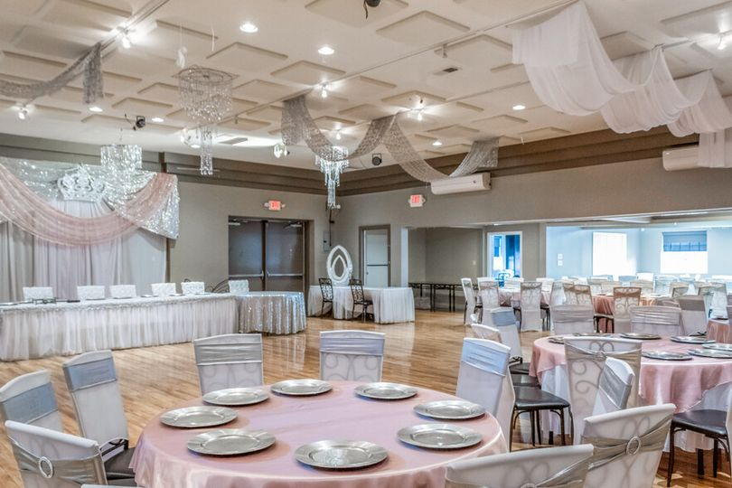 floor plan with tables and chairs and bridal table and banners with white chair covers and pinck table covers 51 1997597 160558587365486