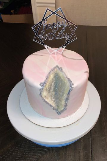 Pink and White Geode Kake