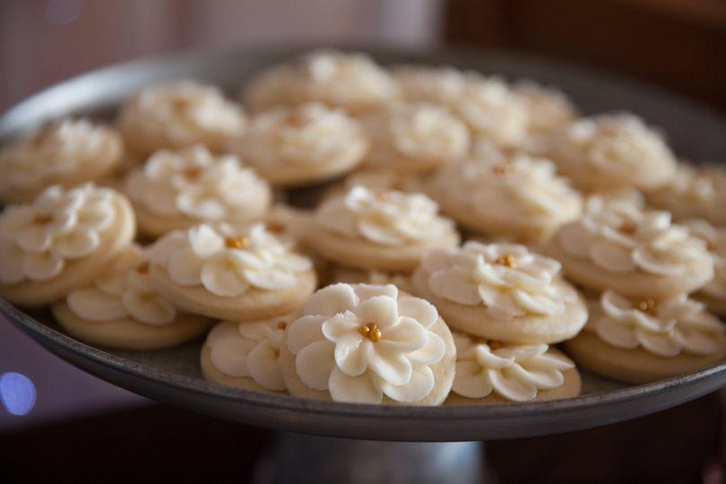 Ivory petal flower cookies