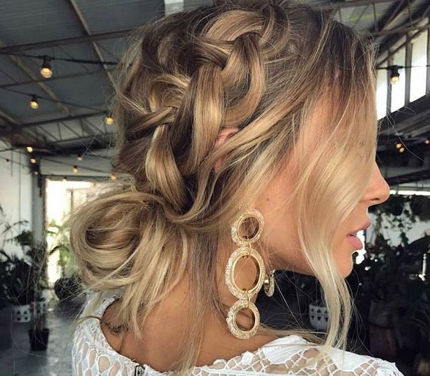 Hairdo and earrings