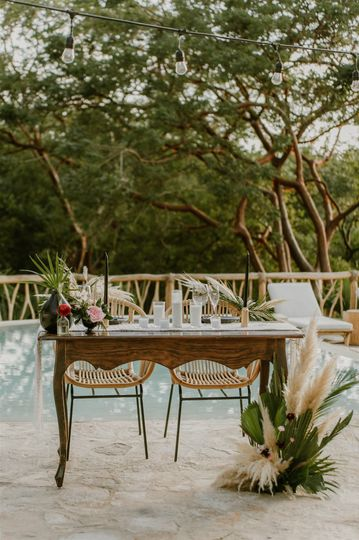 Sweetheart table styling