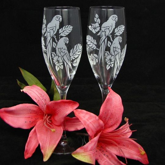 Macaw champagne glasses for tropical wedding