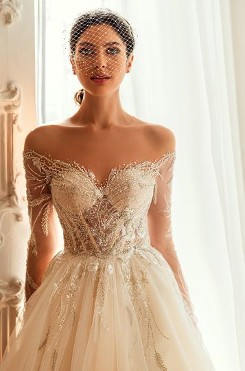 Detailed bustier