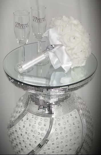 Take home champagne flutes and bouquet