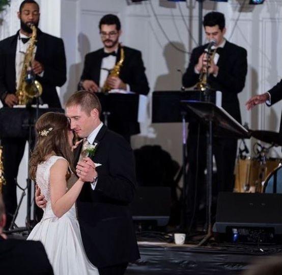 Newlyweds dance to Twilight Entertainment