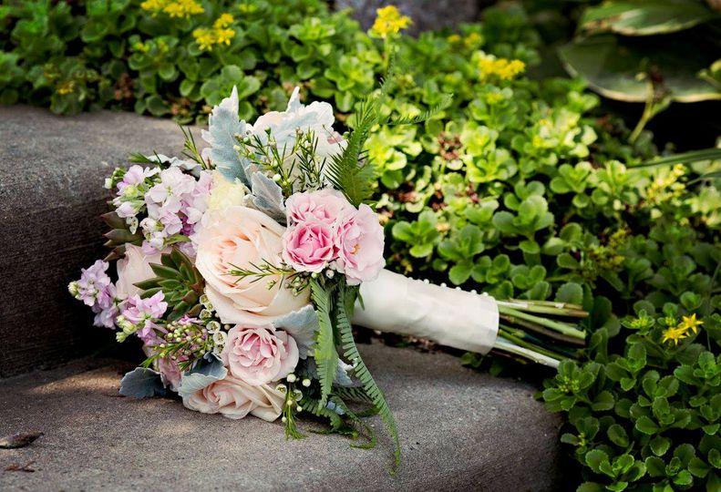 calkins bouquet on sidewalk 51 902997