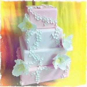 Tmx 1313082457004 Lizflowercake Boston wedding cake