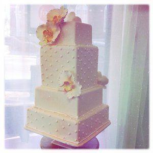 Tmx 1313082479035 Whitesquareweddingcake Boston wedding cake